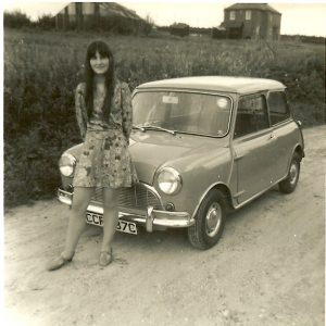 1967-sheila-17-yrs-with-mums-mini