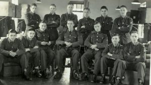 arthur-smith-jrn-sitting-with-raf-apprentices